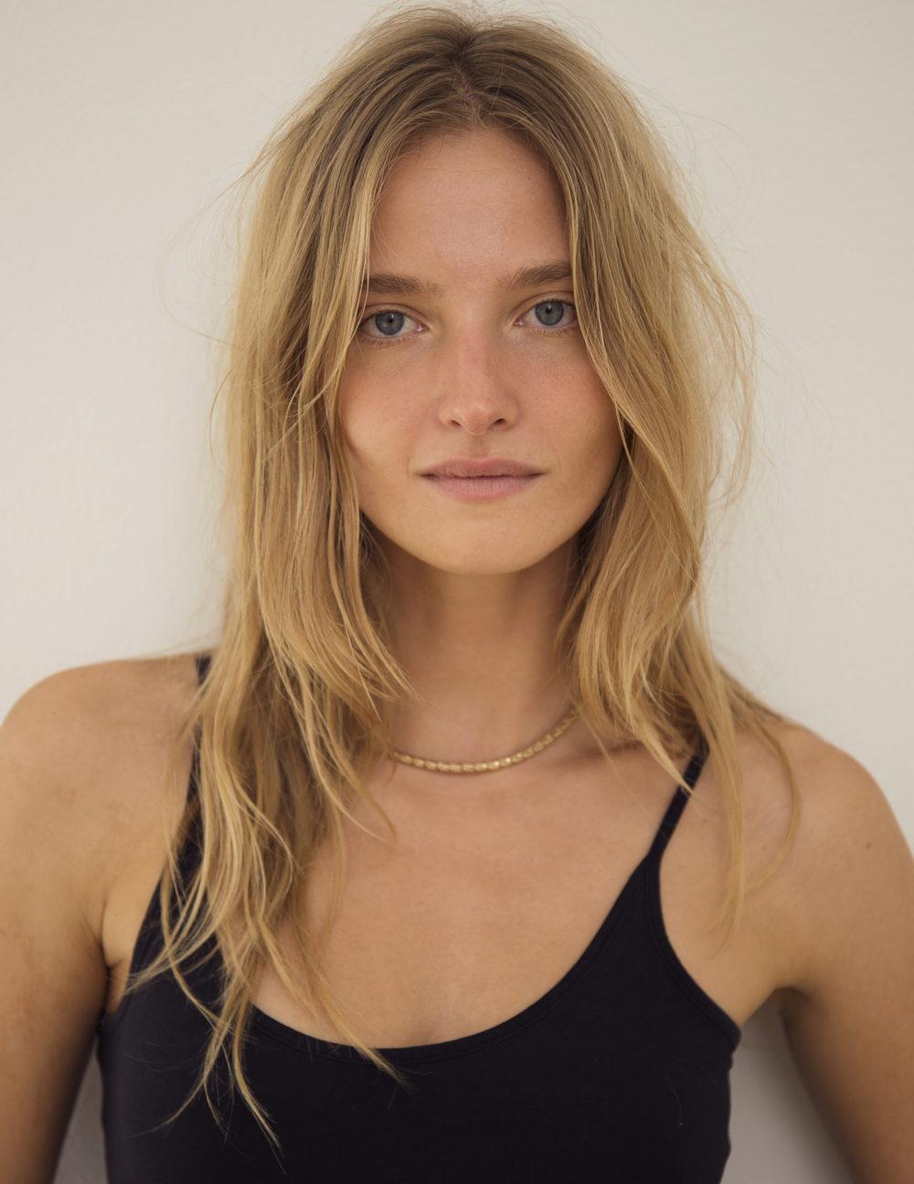 Amanda Norgaard Nude Photos 35